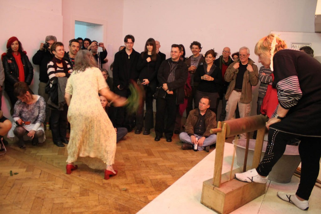 Gerda Nettesheim, Inge Broska, Solo, Artclub, Cologne, 01.04.2011, Foto Nora Debus